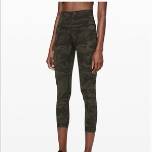 Lululemon Camo Leggings in size 6